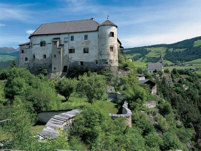 Castel Rodengo in the valley of trails