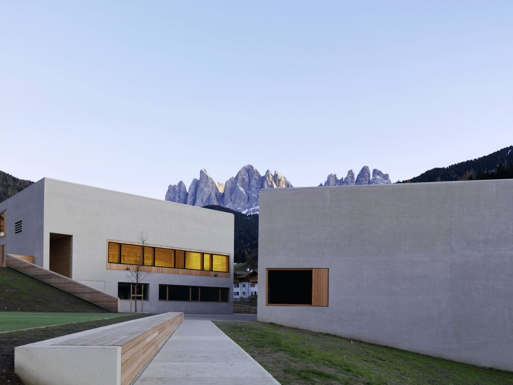 The Nature Park House Puez Geisler in Val di Funes as a central source of information of the park in the valley of trails